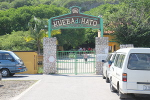 Cuaraco - Eingang der Höhlen von Hato