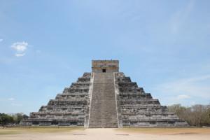 Chichen Itza Pyramide von der Seite, Mexiko