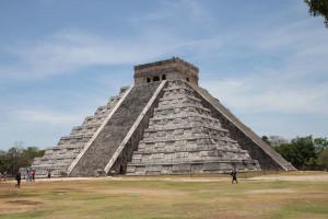 Große Pyramide in Chichen Itza - Mexiko, diagonal aufgenommen