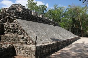 Spielfeld in der Ausgrabungsstätte Coba in Mexiko