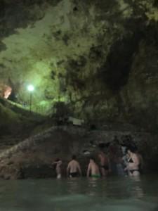 Schwimmen in einer Cenote in Mexiko
