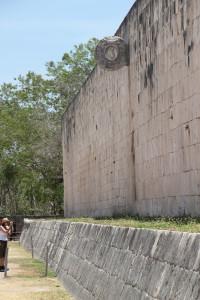 Chichen Itza Spielfeld, Steinring an den Seitenflächen