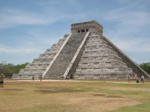 Chichen Itza Pyramide diagonal fotografiert