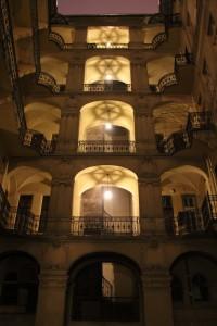 Architektur: Innehof eines Stadthauses in Budapest
