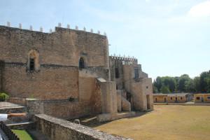 Kloster Izamal, Außenmauer