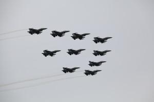 Luchtmachtdagen - Airshow in Holland mit einer Formation F-16