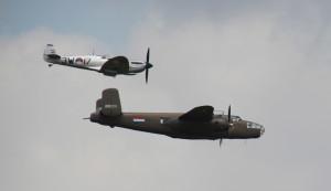 Spitfire und B25 bei der Airshow Luchtmachtdagen in Holland