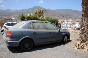 Wagen auf Teneriffa, verstaubt vom Sandsturm Calima