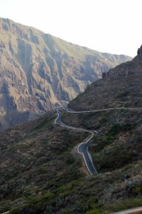 Straße durch die Berge auf Teneriffa
