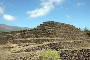 Seitlicher Blick auf die Pyramiden auf Teneriffa