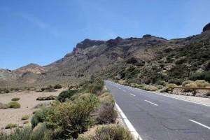 Straße durch das Teide-Plateau auf Teneriffa