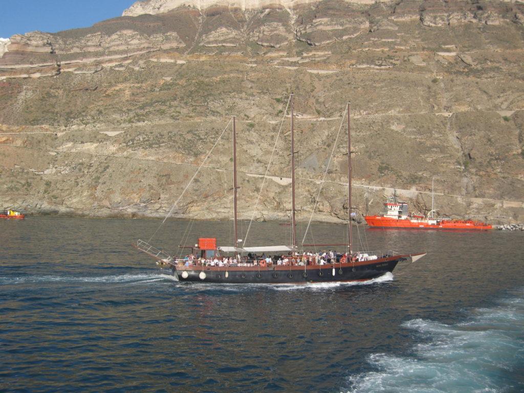 Santorin Ausflugsboot