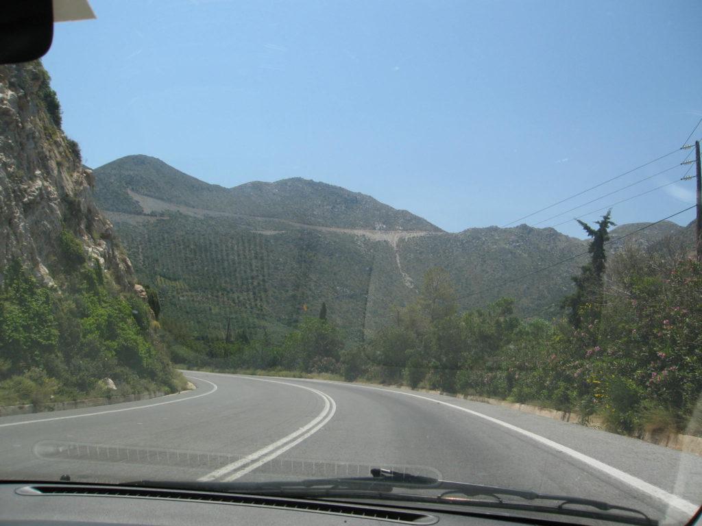 Straße in die Berge auf Kreta