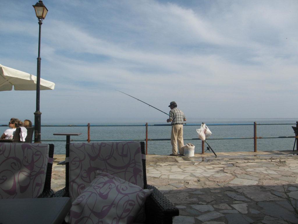 Blick vom einem Cafe in Ierapetra aufs Meer