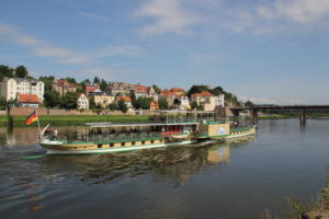 Ausflugsdampfer aus Dresden in Meißen