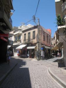 Straße durch ein Dorf auf Kreta