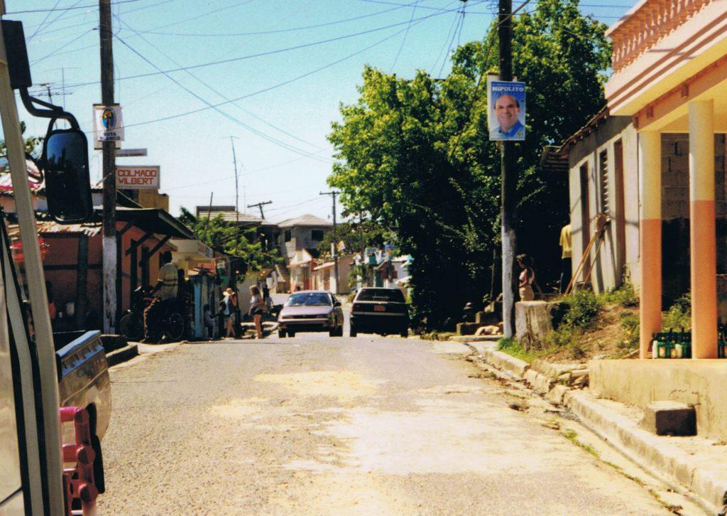 Dorfstraße in der Dominikanischen Republik
