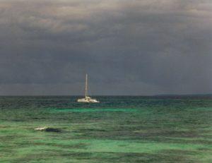 Segelboot vor der Dominikanischen Republik